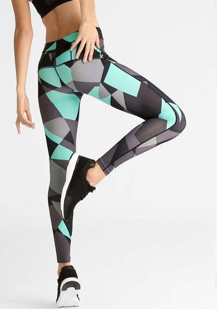 printing-leggings-exercise-thighs-legs - Tap the pin if you love super heroes too! Cause guess what? you will LOVE these super hero fitness shirts!
