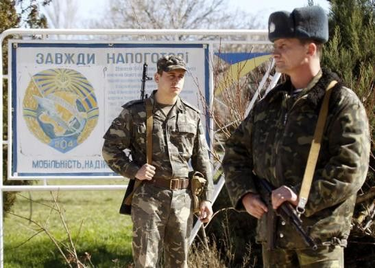PHOTO: Ukrainian troops, village of Lyubimovka near local airfield, SW of Simferopol March 3. #Ukraine