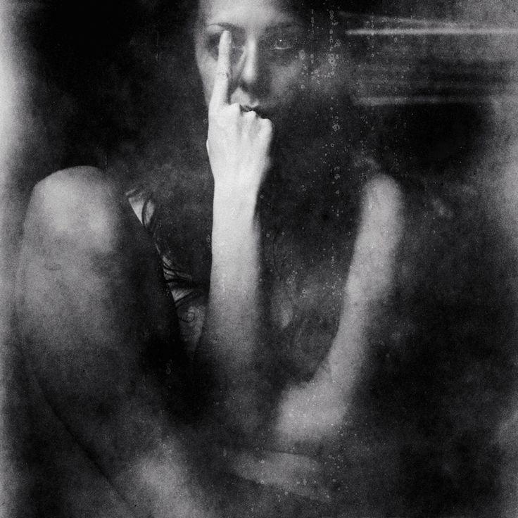 Blind Side est une création de Tia Danko. Catégorie Gens, Autoportrait, selfie, Poésie visuelle, Photographie, Moyen format. Flexaret VI, ORWO 6x6 (expired,…