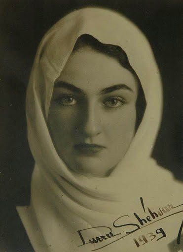 Dürrüşehvar Sultan 26 Ocak 1914'te doğdu. 7 Şubat 2006'de vefat etti. Son Osmanlı halifesi II. Abdülmecid'in kızı ve Berar Prensi Navab Azam Şah'ın eşi. Babası Abdülmecid Efendi vefat ettiğinde Türkiye'ye geldi. Babasının Türkiye'de gömülmesi için devlet yetkilileriyle görüştü. Babasının naaşı 10 yıl Paris'te bir camiide bekledi. İzin çıkmayınca babası Medine'de gömüldü.