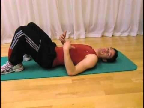 Übungen gegen das Hohlkreuz -- Eberhard erklärt's - YouTube