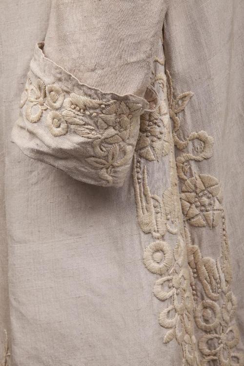 monochromatic stitched cuff and seam
