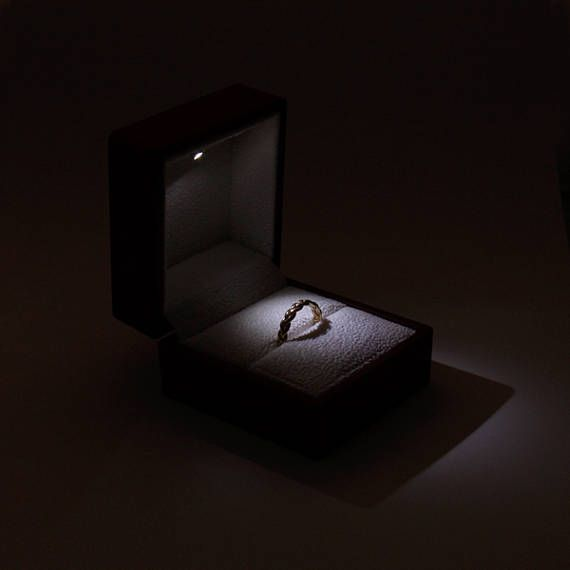 Solid Wood Jewelry Holder Box Luxury Engagement Ring Gift Box Present Case