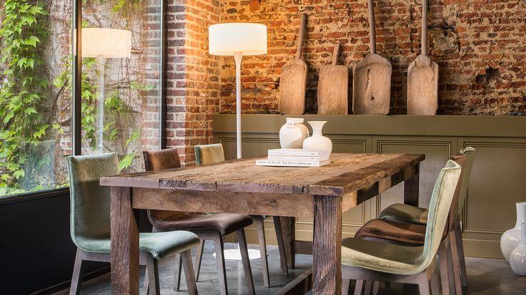 Massief eiken tafel met athentieke uitstraling - Eerste keus oude eik - Maatwerk - Solid oak table - Custom made - First class old oak - Velvet dining chairs - #WoonTheater