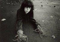 Il fotografo che colleziona gli incubi dei bambini: le foto di Arthur Tress