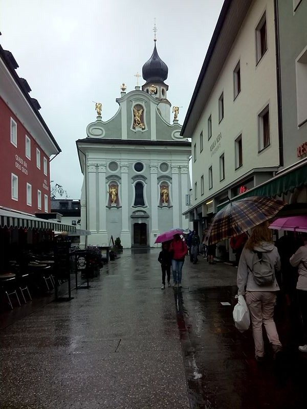 San Candido a spasso Singing in the rain