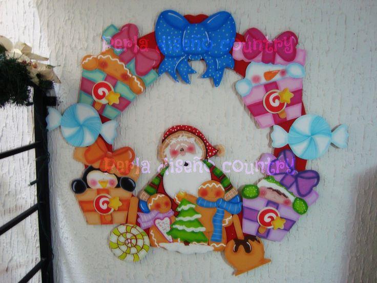Corona de Santa Claus con regalos de madera country