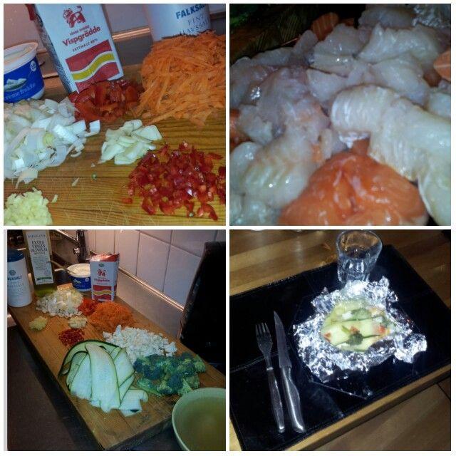 Ugnsbakad fisk. Purjolök,  paprika, morot, vitlök, ingefära, chili, broccoli, blomkål, olivolja, creme fraiche, grädde, lax, tordk, fiskbuljong o kryddor efter smak. 45 min på ca 225 grader.  Plocka vad man vill ha ...
