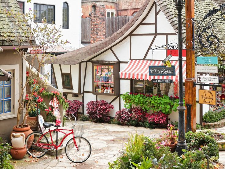 Carmel-by-the-sea: This small beachfront city is dotted with European-style cottages, housing art galleries and specialty boutiques, and serves as the perfect starting point to explore greater Monterey County