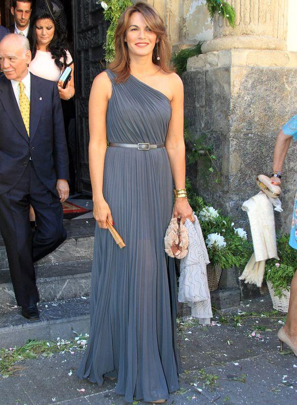 Fabiola Martínez. Vestido largo asimétrico