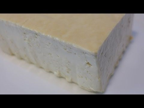 Te enseñamos como hacer tofu casero (también llamado queso de soja), muy nutritivo y rico, además en nuestro blog tenemos cantidad de recetas con tofu para q...