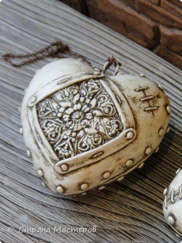 Здравствуйте!!! Яблочки декоративные. Основа папье-маше, сверху лепка из холодного фарфора, вставки стеклышки (марбалсы). Высота 11-13 см. фото 10