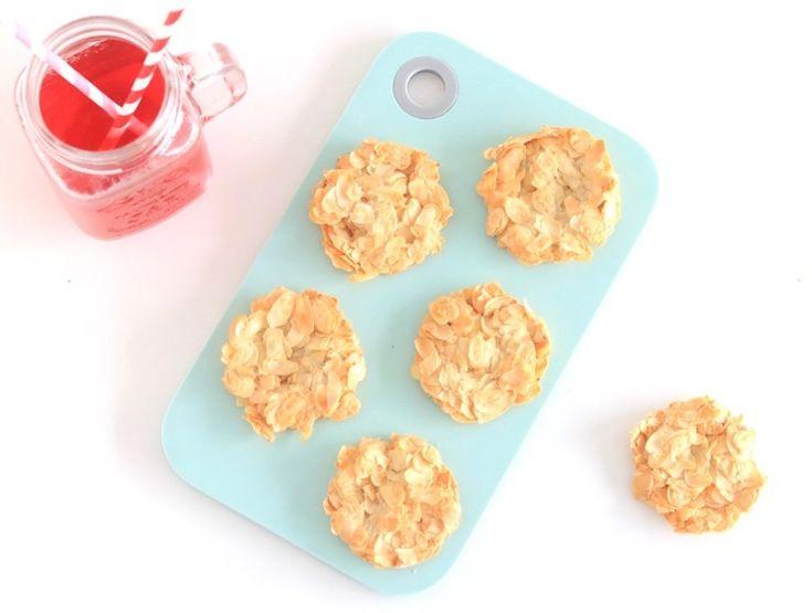 Deze koekjes van amandelschaafsel zijn in een half uur gemaakt én gebakken. Een lekker snel recept dus dat je zelf even tussendoor kunt maken of samen met je l