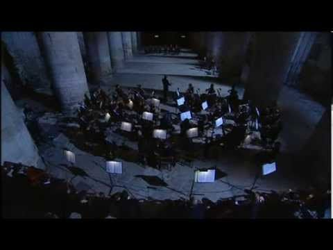 Ralph Vaughan Williams: Fantasia on a Theme of Thomas Tallis ... beautifully performed by the BBC Symphony Orchestra, conducted by Andrew Davis. using a sub-divided orchestra in Gloucester Cathedral. The Cathedral was the site of the original premiere performance of the work, conducted by the composer in 1910 ...
