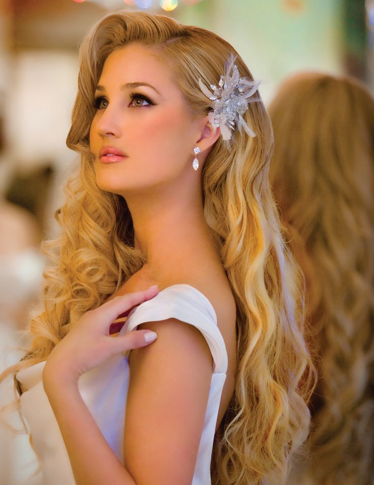 Romantic, glamorous curls. #bellanellabeauty #curls #longhair #glendale To schedule call (818) 291-0781 or book online at http://bellanella.com/layout.php?stm=HAIR_MAKEUP_BAR_GLENDALE_CA
