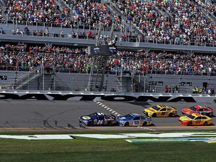 Best of the 2016 Daytona 500:     Chase Elliott ﴾24﴿ leads the start the Daytona 500