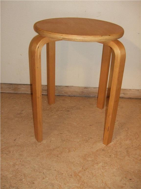 PALL Design: Alvar AaltoL RETRO,ej Ikea på Tradera.com - Antika möbler. Design: Alvar Aalto PALL. från 60 tal. Fint bruksskick.väldigt stabil Höjd ca 45 cm. Diameter 32 cm.