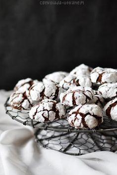 """Jestem totalnie oczarowana tymi ciasteczkami. Są przeurocze, smaczne, a dodatkowo ich fotografowanie to niesamowita frajda Widzę, że powoli zaczynacie buszować w zakładce """"Boże Narodzenie"""" – myślę, że te ciacha nadają..."""