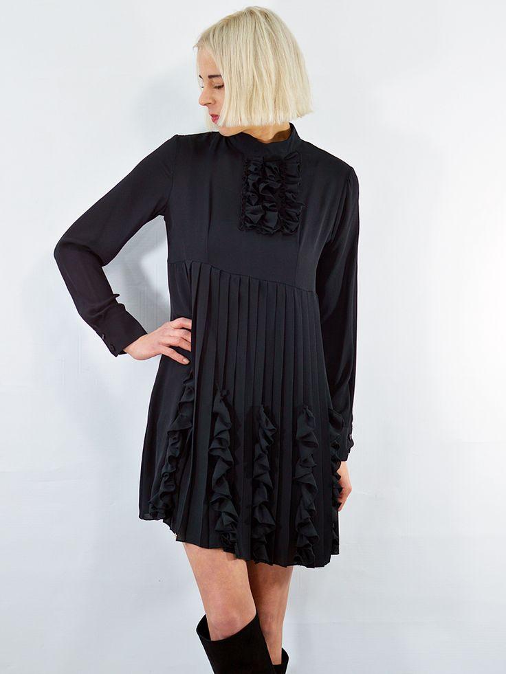 Sukienka z żabotem Lola AchVeverka.pl #sukienka #czarnasukienka #małaczarna #plisowana #żabot