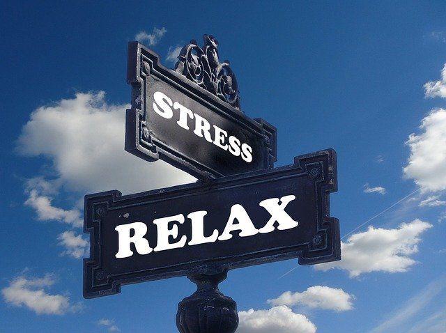 TIPS rijexamen stress.  Wanneer je voor het eerst opgaat voor je rijbewijs kan dit erg stressvol zijn.  Lees hier nuttige TIPS om examenstress tegen te gaan.  Rijschool Den Haag