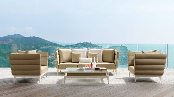 100% Made In Italy. Pad characterized by a white aluminum frame matched with white or sand pad. Armrests have got an original and particular white zipper. Frame and cover have got contrasting colours and are treated for outdoor use.