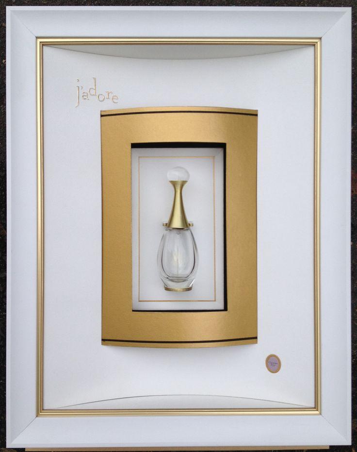 """Parfum """"J'adore"""" encadré par Odile ESCALLE Double passe partout convexe concave sur double biseau anglais."""