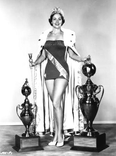 Miss Universo 1954 - Miriam Stevenson - USA