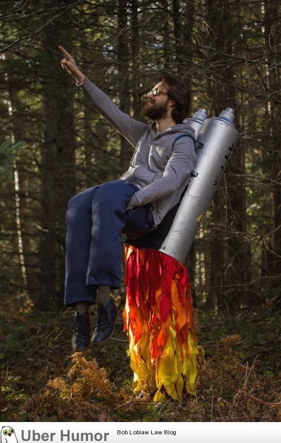 hilarious jet pack costume - carnaval kostuum idee - voor meer ideeën check www.gratisweetjes.nl