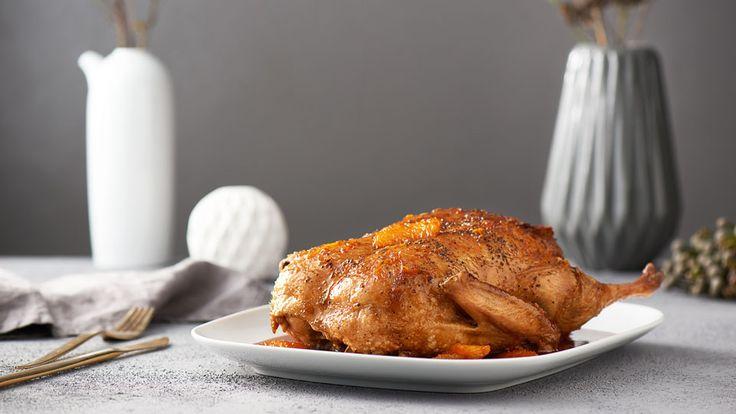 Pečená kachna s perníkovou nádivkou a pomerančovou omáčkou