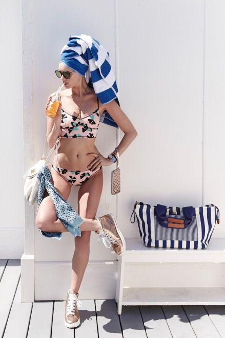 Shopbop İçin Marc by Marc Jacobs Mayo / Bikini 2014 - Elsa Hosk'la tanıtılan 2014 Marc by Marc Jacobs mayo ve bikini modelleri online bayi olan Shopbop.com da satışa sunulacaktır. Sarışın modelin Retro mayo stilleri ve renkli aksesuarlar ile verdiği mayo ve bikinili pozları
