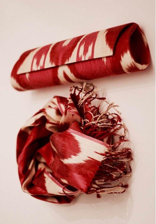Этот клатч из адараса привлечет внимание к вашей личности, и вы не останетесь не замеченной. Купить клатч ручной работы в комплексте со стильным шелковым шарфом - добавить  изысканности в ваш повседневный образ  Размеры: клатч: 35х10х7,5 см; шарф 200х35 см. КУПИТЬ В http://dotupbutik.ru  #Bags #Leather bags #Designer bags #сумки #кожаныесумки #дизайнерскиесумки