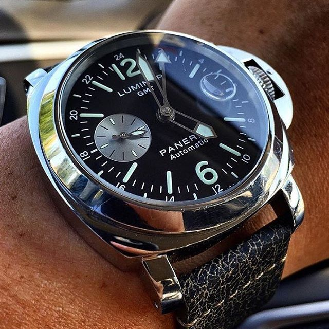 One of my favorite GMT pieces Panerai offers. The classic #Panerai PAM088. Pic by @wristgaming #PaneraiCentral