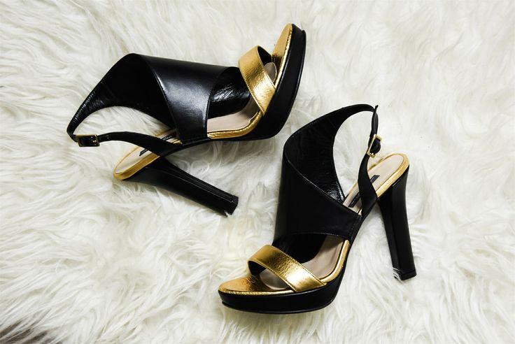 """•SALDI• """"Che scarpe metto?"""" Cura il tuo look in ogni dettaglio con il sandalo Andrea Pinto! 😊  ➡️ http://goo.gl/DGv7qt  #andreapinto #sandalo #donna #scarpe #woman #sconti #shoes #scarpa #online #sandali #nuovi #cassino #outfit #nuove #milano #scarpenuove #sandals #roma #belle #acquisti #tacco #gioielli #tacchi #padova #comode #adoro #saldi #ragazza #molise"""