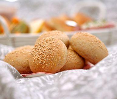 KALLJÄSTA FRUKOSTBULLAR      Det finns inget bättre än att vakna till doften av nybakat bröd. Lyxa till helgfrukosten med fina, kalljästa frukostbullar. Underbart smarriga, saftiga och fylliga.