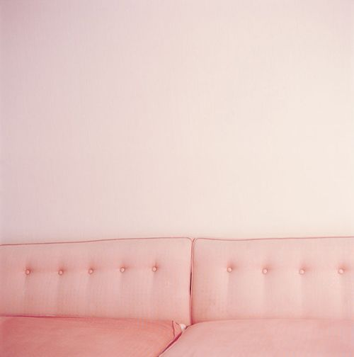 Lots of pinkPink Couch, Pink Sofas, Pink Colors, Soft Pink, Pastel Pink, Pale Pink, Pink Room, Pink Wall, Vintage Sofa
