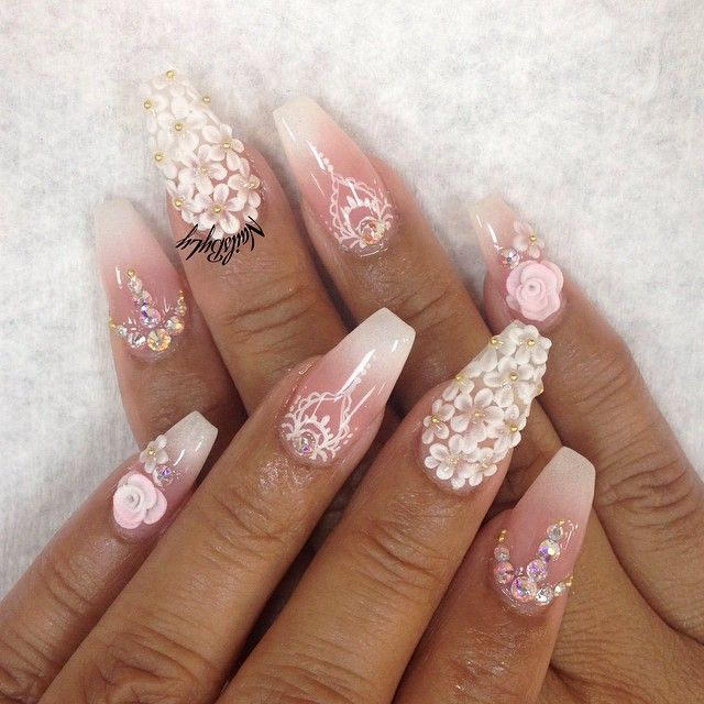I love 3D flowers on nails, I just need to find a nail tek who can do them!