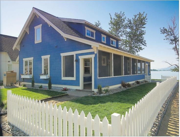 The Veranda Beach cottage development at Lake Osoyoos in Washington has a deliberately retro feel with its wraparound screen porches and '50s diner. www.verandabeach.com