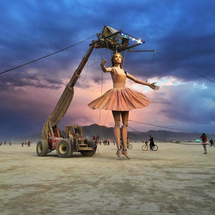 Did you know that before becoming one of the most iconic festivals in North America, the Burning Man first took place in San Francisco back in 1986, when two friends burned an eight-foot statue?
