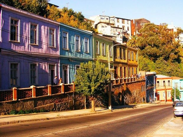 Valparaiso – Chile It is covered with color from city limit to city limit, a characteristic which has charmed Chileans and foreigners for generations.