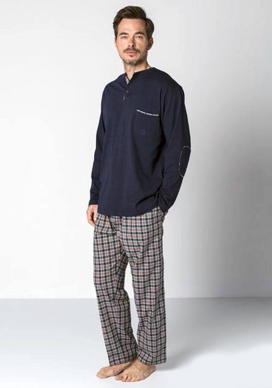 Pijama Guasch de manga larga y pantalón de tela largo. Color: Azul Marino. Algodón 100%. Descubre más pijamas como éstos en varelaintimo.com. OFERTAS!!! http://www.varelaintimo.com/marca/9/guasch
