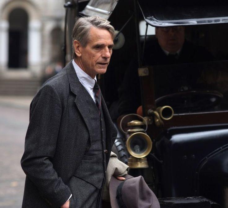 Il prof. G. H. Hardy (Jeremy Irons), vecchio cuore di quercia inglese. Una vita votata allo studio della matematica © Eagle Pictures