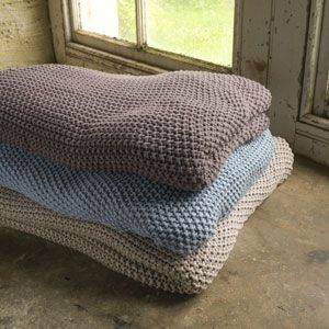 Plaid tricoté point mousse en coton Kate Nkuku
