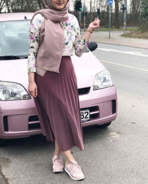 pleated skirt with sneaker-Hijab style summer 2018 – Just Trendy Girls