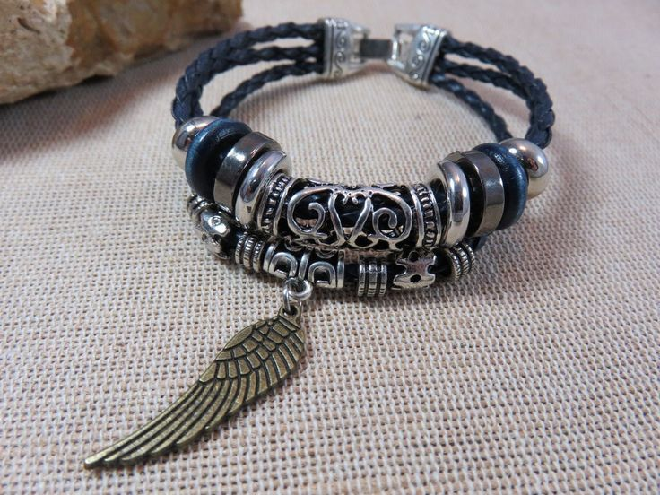 Bracelet aile d'ange, bracelet femme, bracelet homme, cordon tressé et perles bois métal, bijoux boheme, bracelet fermoir à crochet de la boutique ArtKen6L sur Etsy