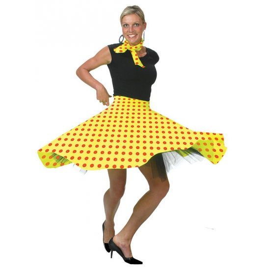 Rock en Roll rok geel. Deze Rock en Roll rok voor dames is in de kleur geel. De gele Rock en Roll rok kan in 3 maten worden gesteld door middel van 3 knoopjes. De verstelbare maten zijn S, M en L. De Rock en Roll rok valt ongeveer als een maatje M. Inclusief sjaaltje. Voor bijpassende Rock en Roll artikelen kunt u ook terecht in deze shop.