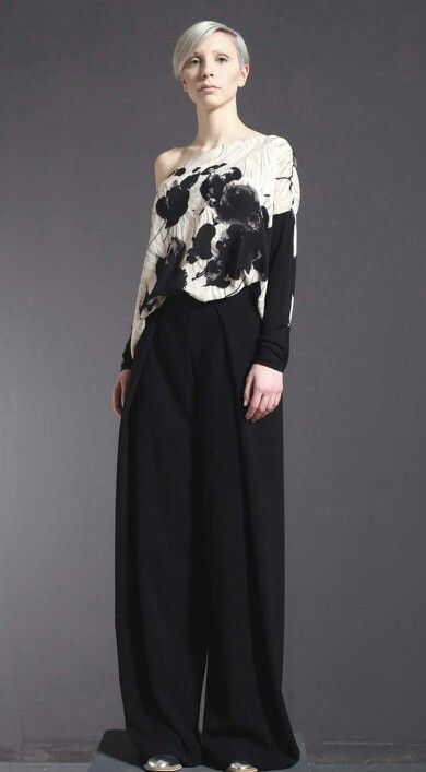 Top di charmeuse di seta stampata e jersey di cotone elasticizzato, pantalone palazzo di crespo.