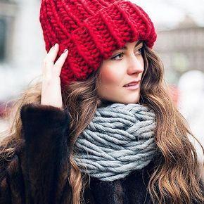 Шикарный теплый комплект связался у @woolendream из пряжи #KeepCalmThisWool #WoolandMania Шапочка цвета Cardinal Red и снуд крупной вязки Gray Gus. ❤️