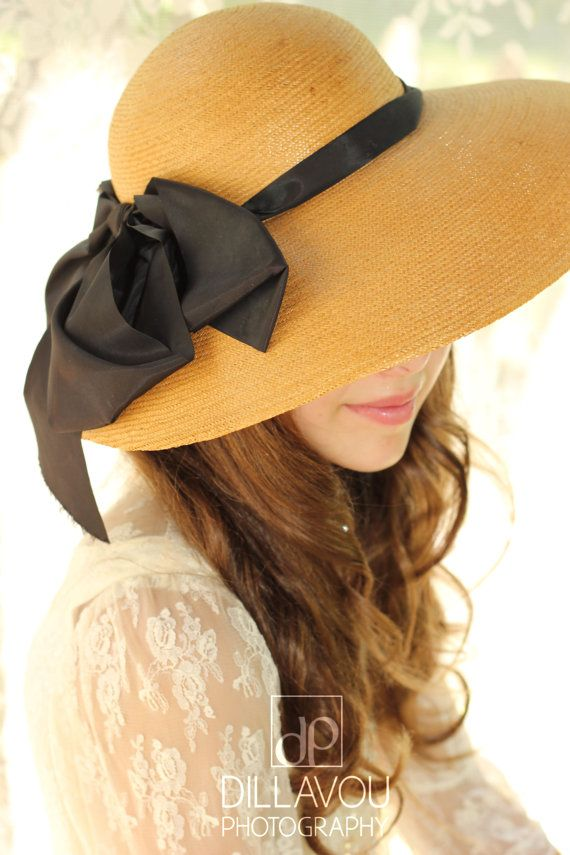 Straw hat with black tie