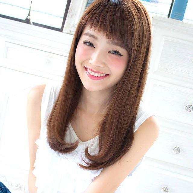 最強なヘアスタイル♡うるつやストレートなアレンジ♡ロングカットなら毛先のカールで愛らしさをプラスした髪型♬デートの参考にしたいヘア!