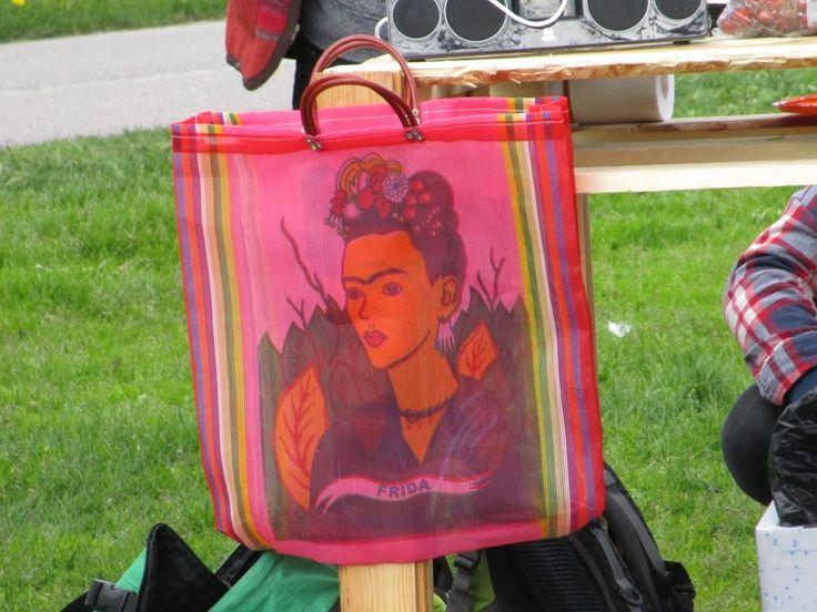 Portfolio Multimedeia: Kallio kukkii 2015, osa 2: kaunis Frida Kahlo kassi